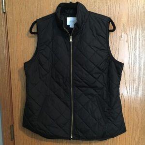 Old Navy black quilted vest in L, EUC